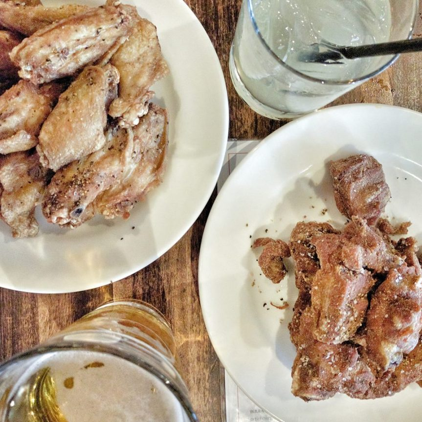 Travelling Foodie Eats and Drinks: Wings, Dry Ribs and Beer at Earl's King Street