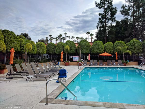 Swimming Pool and Jacuzzi at Palm Garden Hotel in Thousand Oaks, California