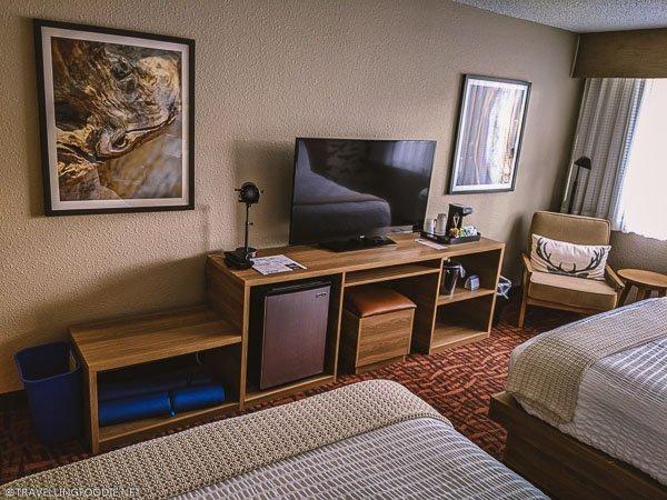 Work Area in 2 Queen Beds Room at Ridgeline Hotel in Estes Park