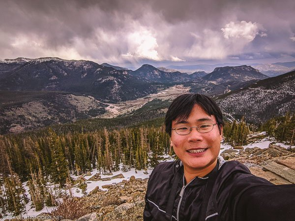 Travelling Foodie Raymond Cua selfie on Rainbow Curve overlook at Rocky Mountain National Park