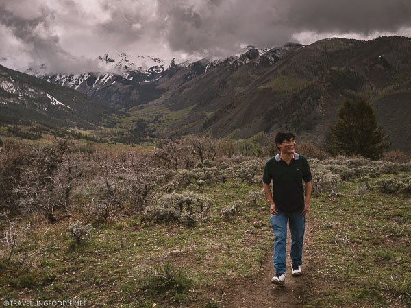 Travelling Foodie Raymond Cua smiling while walking the Yin Yang Trail in Snowmass