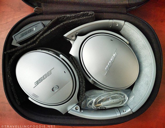 Bose QC35 in carrying case